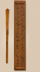 An ordinary teaspoon and its box lid invested with significance by the inscription of 'Chinese and Japanese' by Rengetsu Otagaki